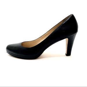 Cole Haan Size 9.5 Black Classic Leather Pumps